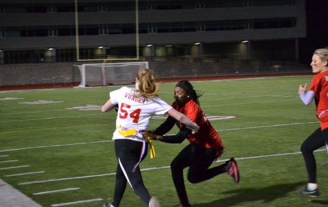 Seniors win Powderpuff football game