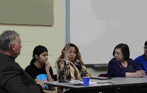 Panelists participate in immigration discussion