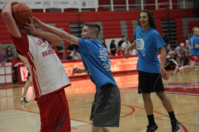 Photo+Gallery%3A+Staff+vs.+Student+Basketball+Game