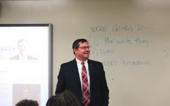 U.S. Representative visits Central Government class