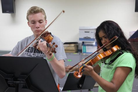 Violinist Vijay Gupta shares experiences, performs for Central music students