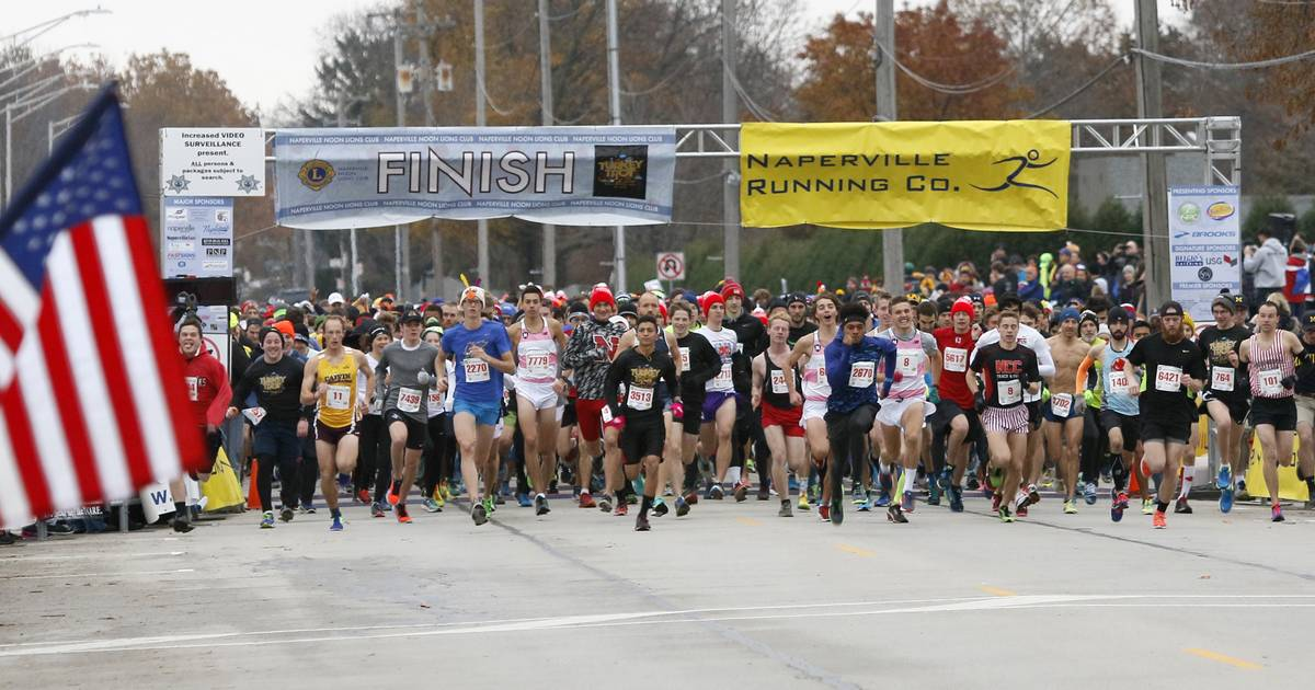 Runners gobble away at Naperville's annual 2017 Turkey Trot marathon to raise money.